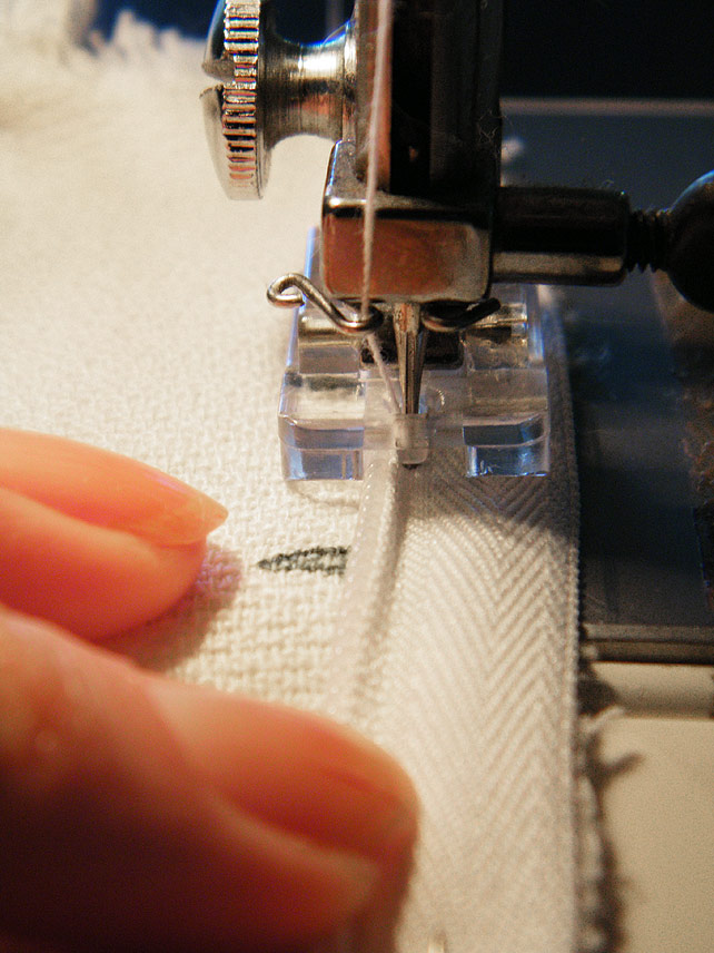 Sewing zip in