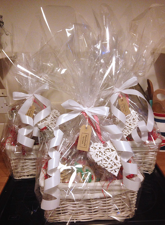 Christmas Cake Hamper Ideas : How to Make Your Own Handmade Christmas Hampers - Vintage Gal