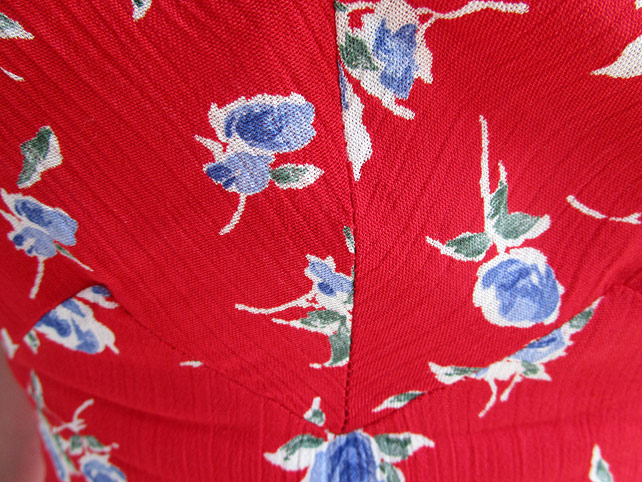 1940s day dress front seam detail