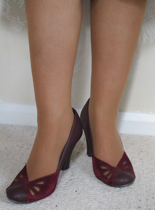 Claireabella's Closet Hosiery Review - Vintage Gal