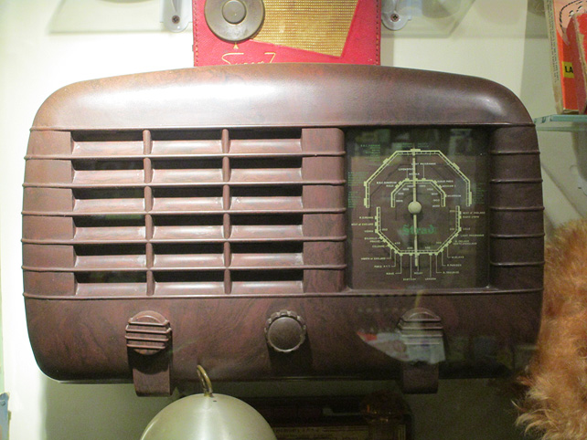 Bakelite Radio at Bygones