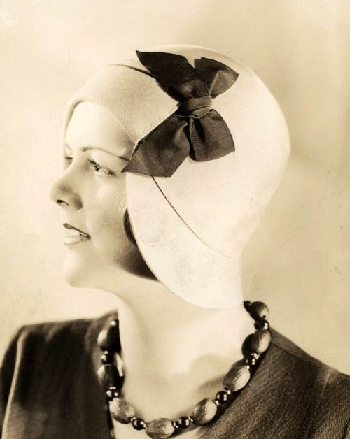 1920s cloche with bow