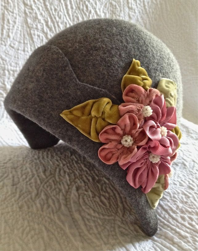 1920s hat with velvet flowers