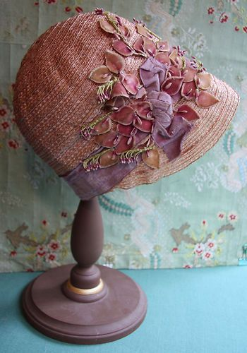 1920s hat with velvet trim
