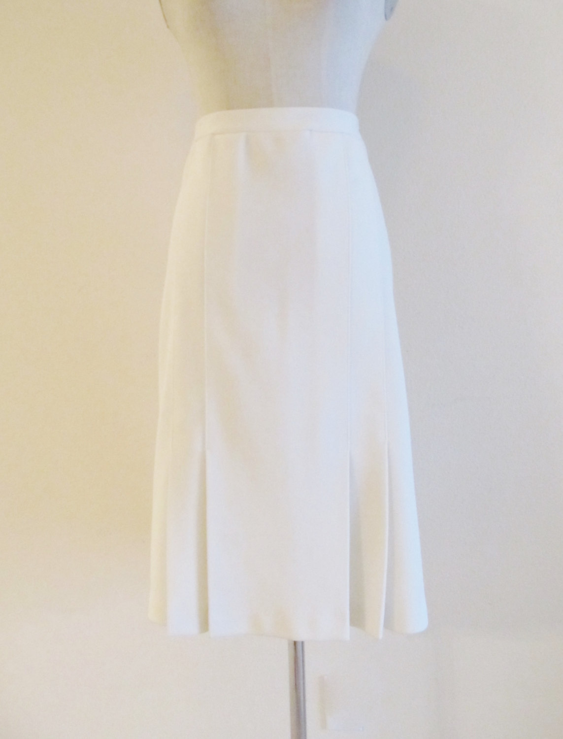 1970s white pleated skirt