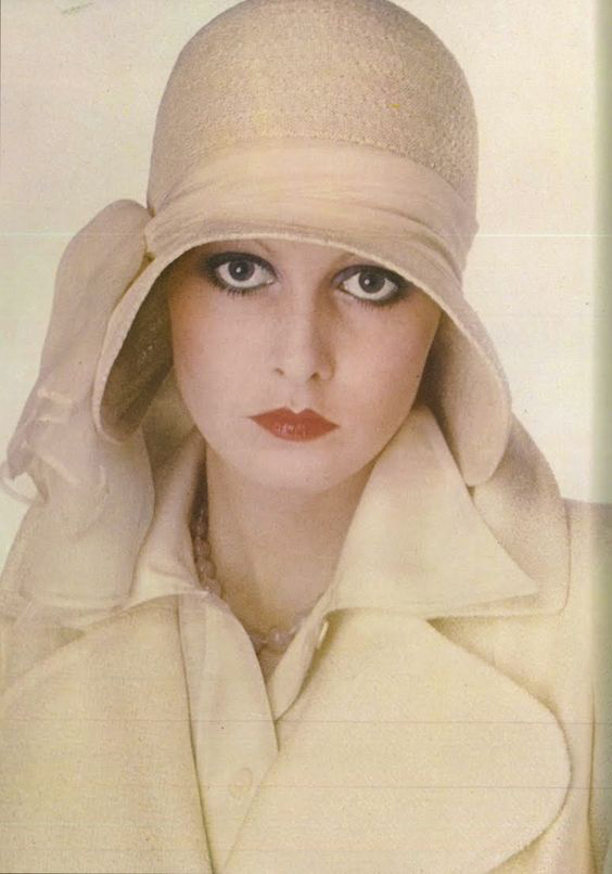 Twiggy in a cloche hat, 1973