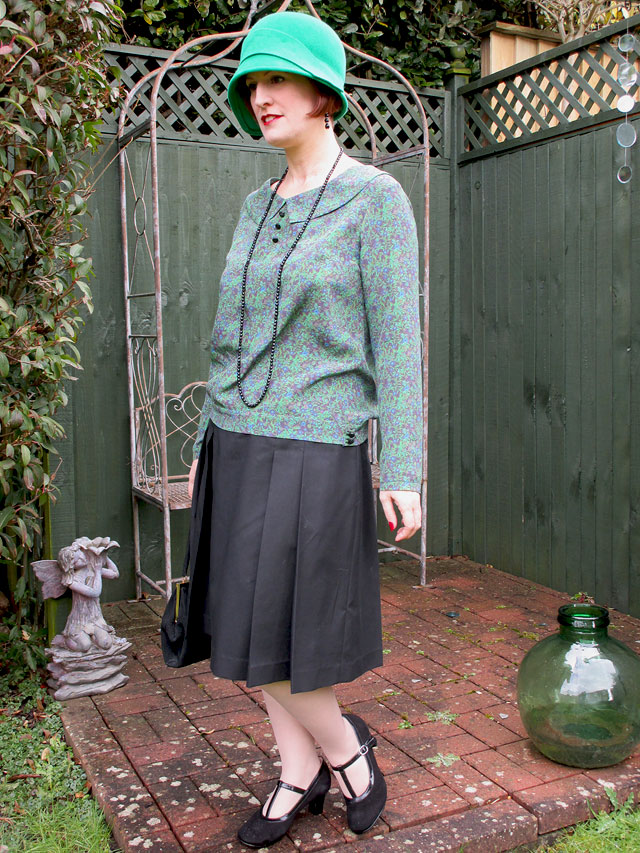 1920s green and black outfit