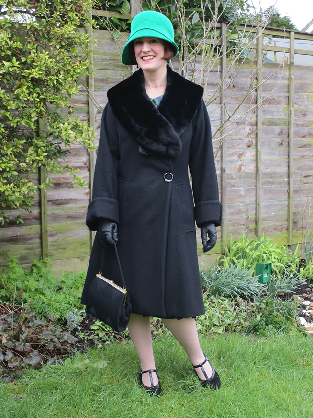 1920s style coat with fur collar