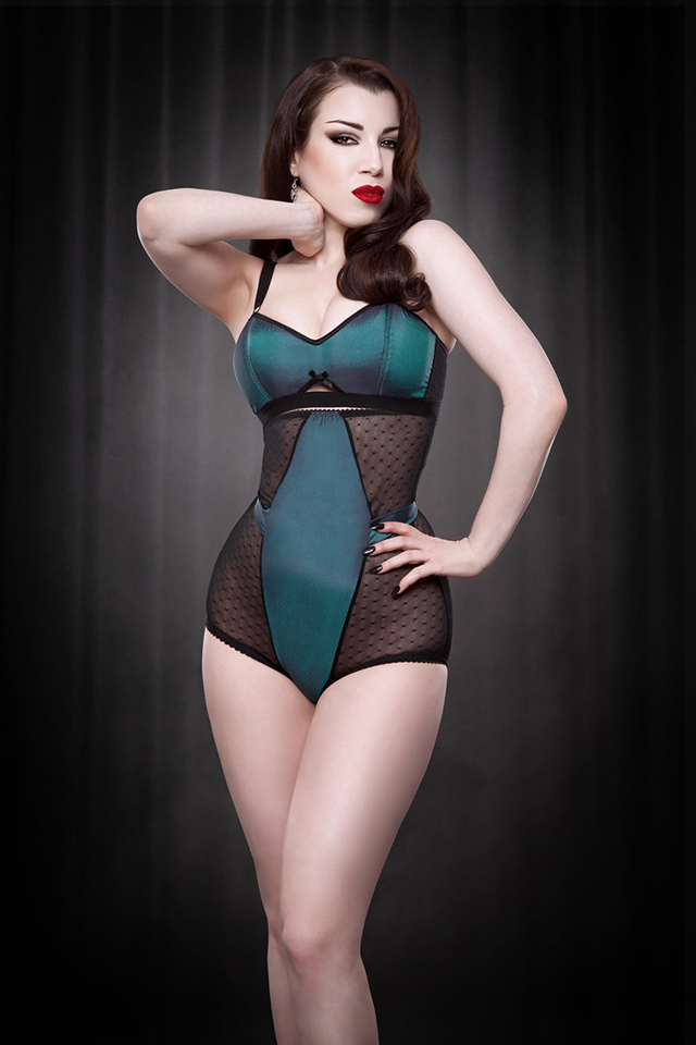 Kiss Me Deadly Emerald Jezebel Bra And Knickers