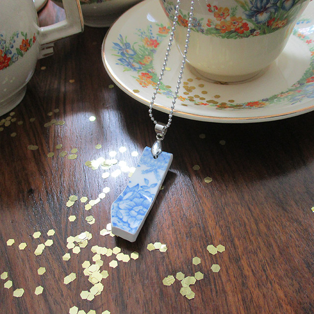 Bregjes Design Vintage Teacup Necklace