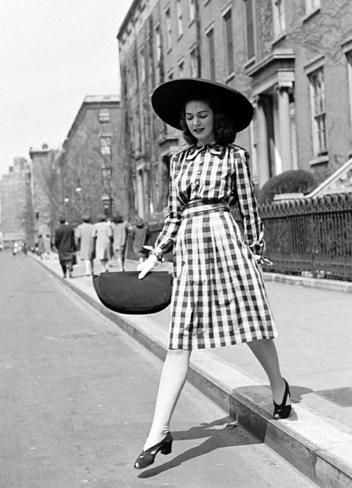 1940s lady in a gingham dress